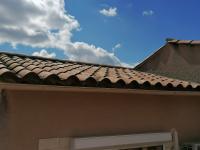 Réparation fuite d'un toit par le couvreur Les Toitures varoises.